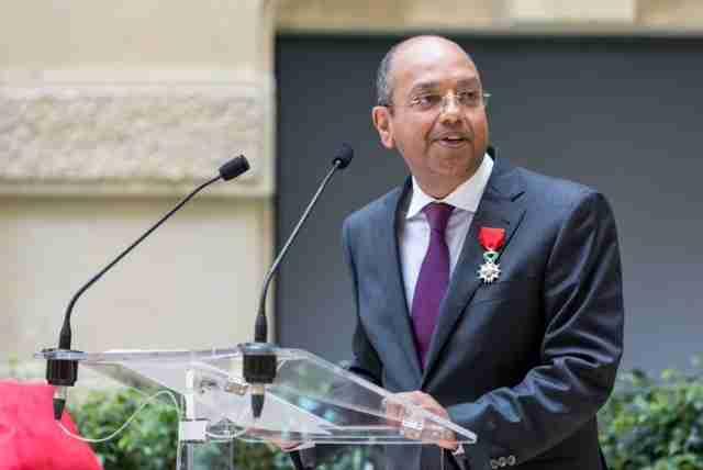 Karim Vissandjee obtient la légion d'honneur.